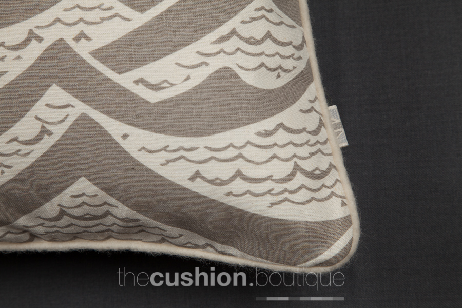 Waves cushion piping detail
